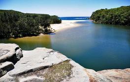 悉尼南部瓦特模拉海灘(Wattamolla Beach)
