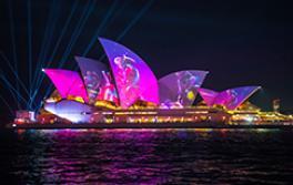 南方植物群芭蕾舞團的燈光投射在悉尼歌劇院中繽紛悉尼燈光音樂節2019